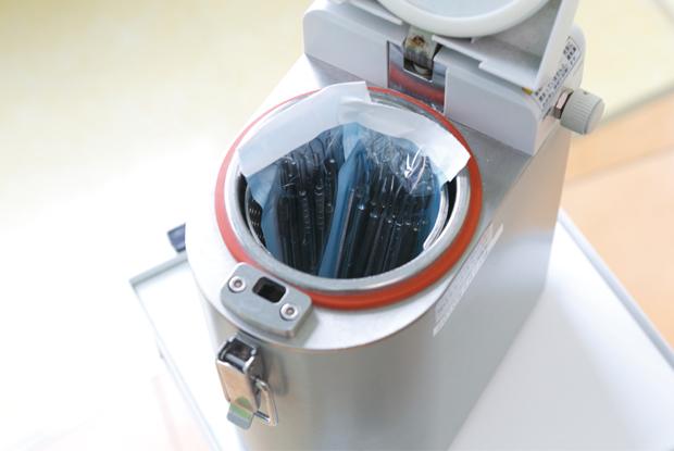 専用機械で減菌